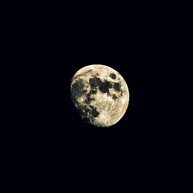 When I got home yesterday, the moon was looking nice so I broke out the tripod and tried to get some nice #moon #snaps! They honestly came our better then I expected! Hope all you peeps had a great night!